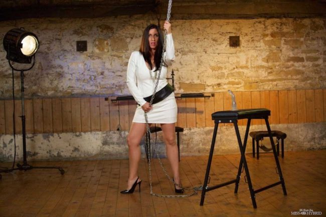 Stunning new update Miss Hybrid tests out her new equipment in the Manor dungeon.